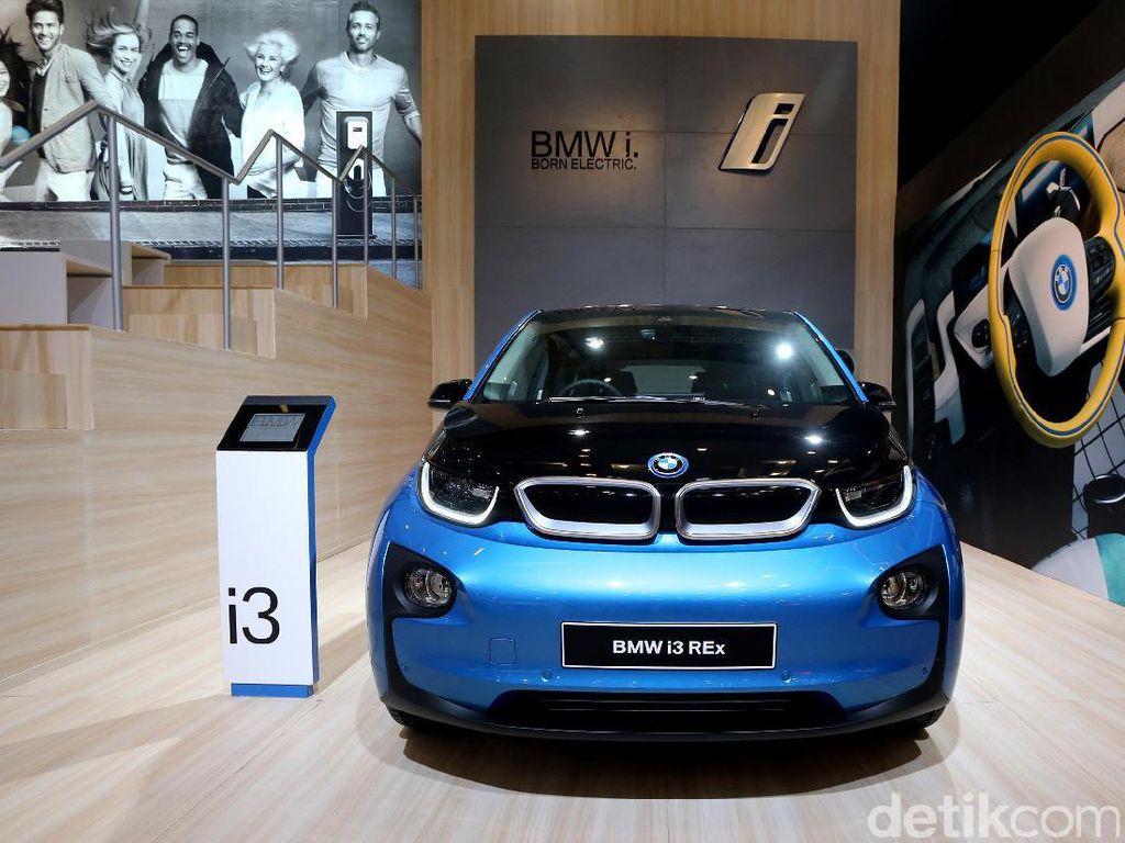 BMW i3 yang hadir di GIIAS 2017 membawa baterai listrik sebesar 94ah dan dilengkapi mesin yang dapat digunakan sebagai penambah jarak tempuh (REx/Range Extender).