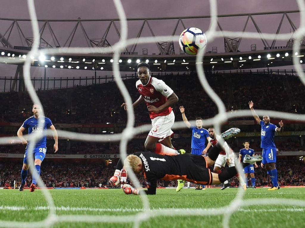 Arsenal menyelamatkan diri dari menutup babak pertama dalam posisi tertinggal. Danny Welbeck menyamakan skor menjadi 2-2. (Foto: Michael Regan/Getty Images)