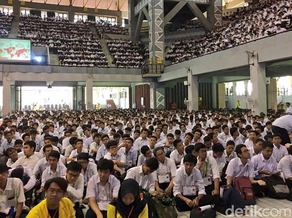 8.000 Mahasiswa UI menyimak penjelasan Sri Mulyani dan Bambang Brodjonegoro. Pool/Dok. Kemenkeu.