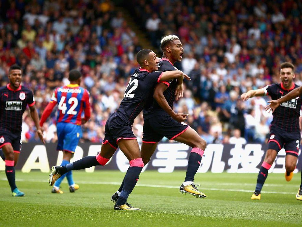 Steve Mounie berperan besar pada kemenangan Huddersfield kali ini. Dia mencetak brace ke gawang Palace. (Foto: Dan Mullan/Getty Images)