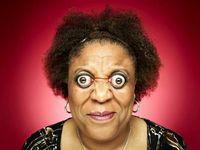 Ketika melihat Kim Goodman asal Amerika menonjolkan bola matanya atau disebut dengan proptosis, ia benar-benar terlihat seperti emoji. Setelah diukur, ia bisa menonjolkan matanya dengan jarak 12 mm. Foto: Youtube