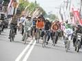 Menpora Gowes Sepeda Onthel di GPN Blitar