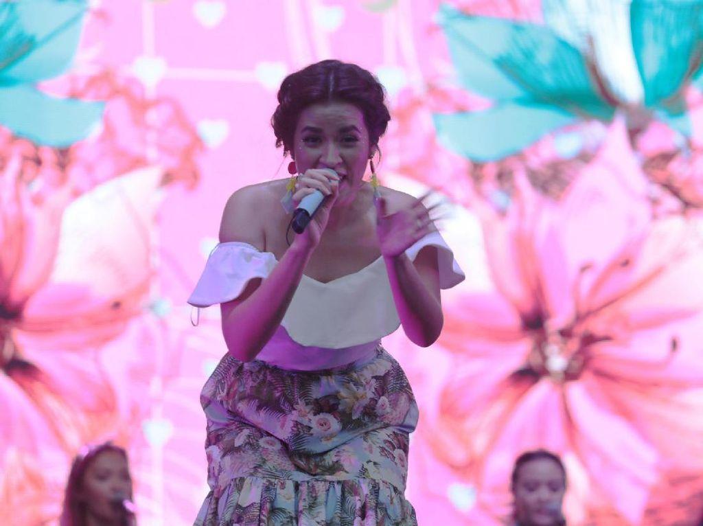 Beberapa nomor yang sudah menjadi hits dari penyanyi cantik itu sukses dibawakannya. Foto: Asep Syaifullah/detikHOT