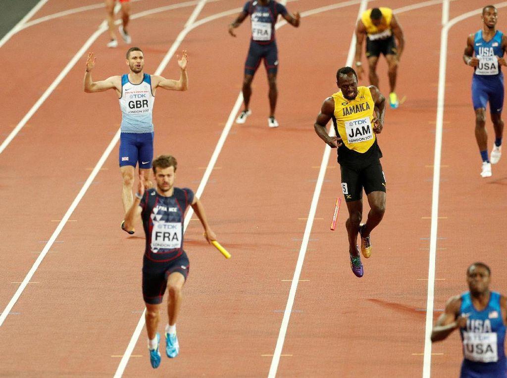 Bolt tampil sebagai pelari keempat untuk tim Jamaika pada estafet 4x100m. Dia tampil bersama Omar McLeod, Julian Forte, dan Yohan Blake. (John Sibley/Reuters)