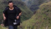 Rahasia pertama Agus Yudhoyono menjaga posturnya dengan sering jogging. Seperti foto ini yang diambil saat ia sedang berlari kecil di bawah kaki Gunung Rinjani. Foto: Instagram/@agusyudhoyono