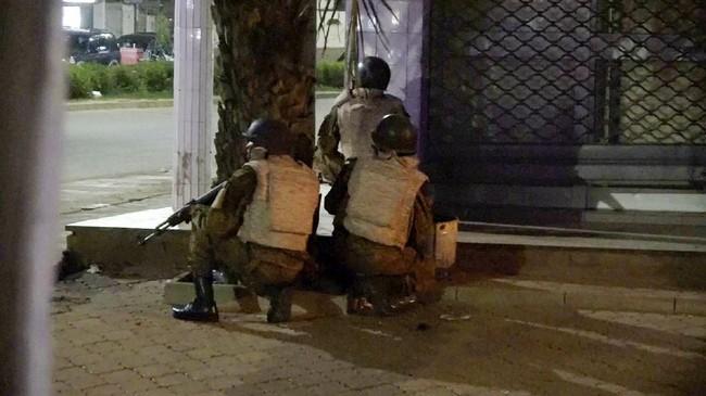 Sementara seorang dokter mengatakan belasan orang itu tiba dalam keadaan kritis. (Reuters/Reuters TV)