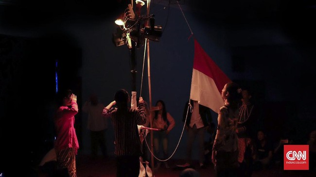 Teater Keliling memilih merayakan hari ulang tahun kemerdekaan Indonesia dengan mengadakan sebuah pertunjukan berjudul Sang Saka. (CNN Indonesia/Agniya Khoiri)