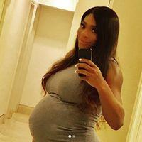 Dalam sebuah wawancara dengan media Vogue baru-baru ini, Serena juga rutin menyuntikkan antikoagulan ke tubuhnya setiap hari. Hal itu dilakukan untuk mencegah pembekuan darah. Ini memang dibutuhkan pada wanita yang sedang hamil, karena pembekuan darah rentan terjadi dan bisa berisiko serius jika tidak diawasi. (Foto: Instagram/serenawilliams)