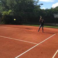 Perut besar menjelang kelahiran tidak lantas membuatnya berhenti melakukan latihan fisik rutin. Hal ini terlihat dari sejumlah foto dan video yang Serena update di media sosial pribadinya, Instagram. (Foto: Instagram/serenawilliams)