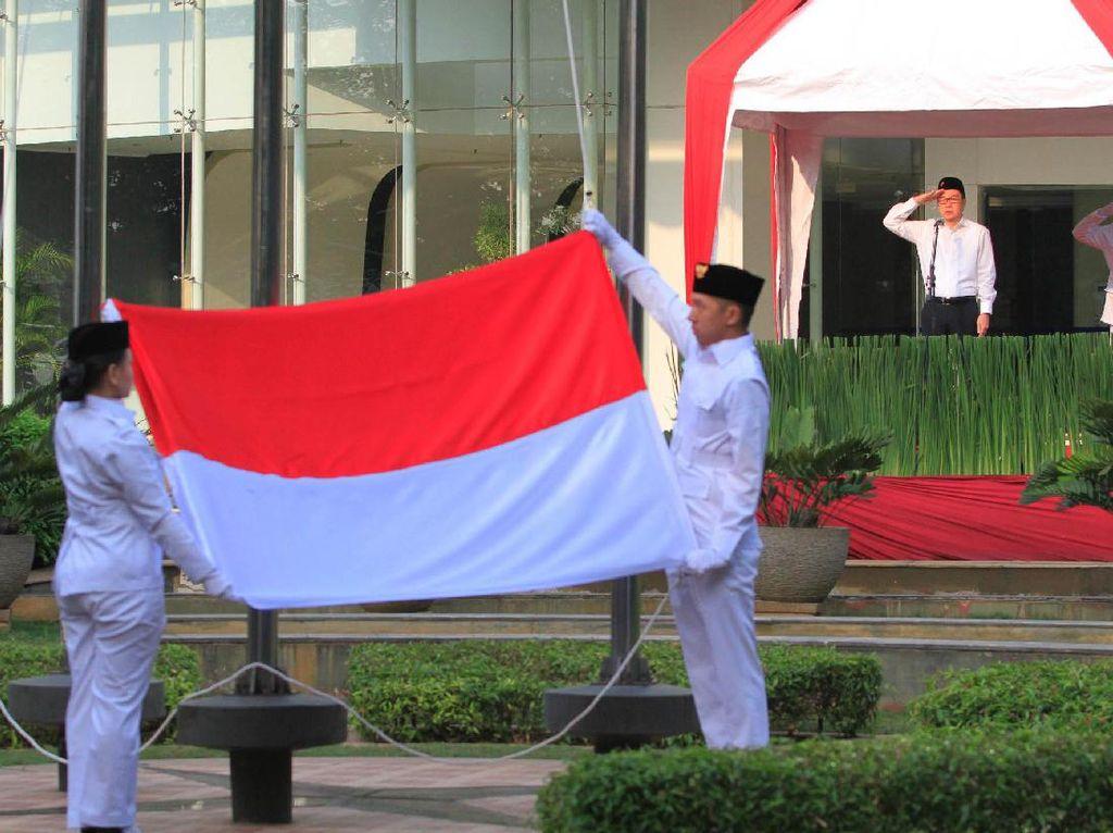 Presiden Direktur PT Astra International Tbk Prijono Sugiarto bertindak sebagai pembina upacara peringatan HUT Kemerdekaan ke-72 Republik Indonesia. (dok. Astra)