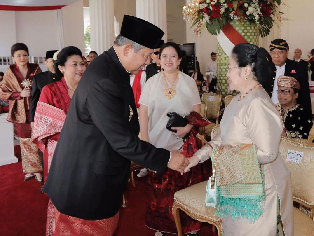 SBY dan Megawati bertemu lalu bersalaman. Langka! Foto: Anung Anindito