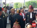Jokowi Pakai Baju Adat: Ini Indonesia