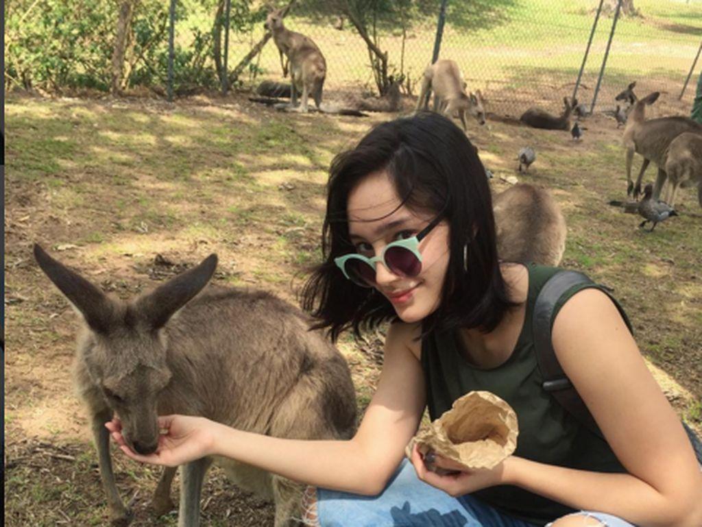 Dalam Instagramnya terlihat ia gemar keliling dunia. Salah satunya ke negeri kanguru Australia. (Foto: instagram/tatjanasaphira)