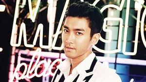 Siwon 'Super Junior' Minta Maaf Penggemar atas Kontroversinya