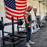 Dalam sebuah wawancara, The Rock mengaku rutin berolahraga 6 hari dalam seminggu. Jika tak ada syuting atau penampilan di televisi, ia mengaku lebih senang menghabiskan waktu di gym. (Foto: instagram/@therock)