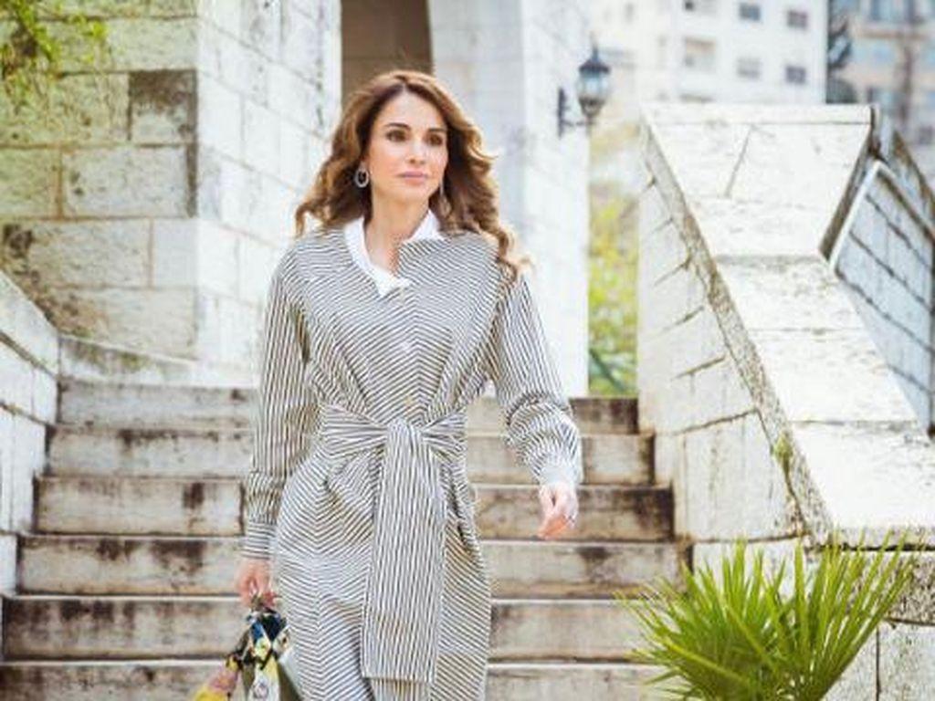 Foto: 10 Gaya Rania Al Abdullah, Ratu Yordania yang Stylish dan Kekinian