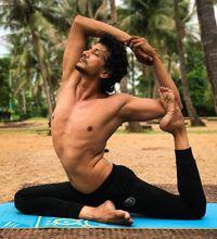 Sering banyak dipilih banyak orang, yoga nyatanya memang bisa meredakan stres seseorang karena ia dapat memperkuat respons relaksasi alami tubuh. (Foto: instagram)