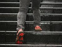 Naik tangga juga bisa dijadikan alternatif olahraga aerobik, karena termasuk latihan step-up. Olahraga ini juga bermanfaat untuk menjaga dan menurunkan kadar gula. (Foto: thinkstock)