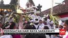 Peringati Hari Raya Sarawati Ratusan Siswa Berebut Air Suci