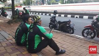 Pemprov DKI Panggil Ojek Daring Bahas Parkir di Badan Jalan