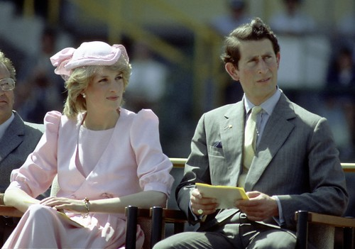 Warna Ini Jadi Tren di Kalangan Putri dan Ratu Kerajaan Dunia