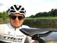 Engku Emran, calon suami kekasih Laudya Cynthia Bella menggeluti hobi bersepeda. (Foto: Instagram/iamkumbre)