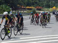 Engku Emran yang berkebangsaan Malaysia ini juga kerap mengikuti perlombaan sepeda jarak jauh dalam bentuk peleton. (Foto: Instagram/iamkumbre)