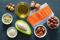 Lemak sehat yang didapat dari sumber nabati sehat dikonsumsi saat asam lambung sedang naik-naiknya. Pilih makanan berlemak seperti alpukat, walnut, dan zaitun sebagai snack pengisi perut. Foto: Thinkstock
