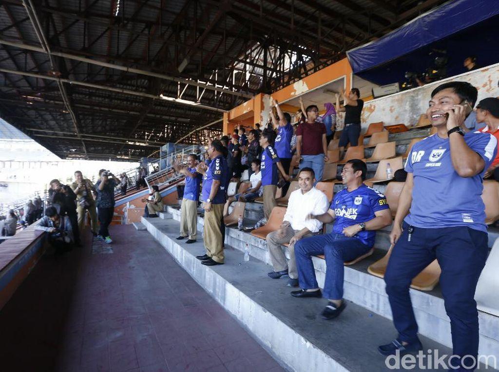Ratusan ribu penonton mendatangi kandang PSIS Semarang. Tercatat208.545 orang menyaksikan pertarungan PSIS, yang finis ke-10 di Liga 1 2018.Foto: Angling Adhitya Purbaya