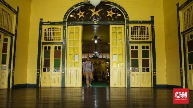 Kesultanan Pontianak di bawah pimpinan Sayyid Syarif Abdurrahman Alkadri membangunnya pada tahun 1771 sampai 1778 masehi.