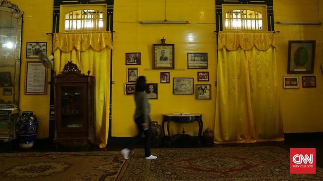 Walau tak lagi menjadi pusat pemerintahan, tapi nilai sakral Keraton Kesultanan Kadariyah masih sangat kental. Oleh karena itu, terdapat sejumlah larangan yang harus ditaati oleh pengunjung.