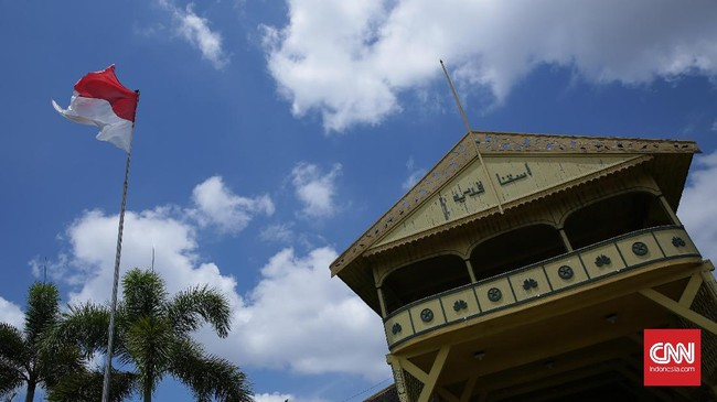 Selain Tugu Khatulistiwa, Keraton Kesultanan Kadariyah juga menjadi objek wisata yang penting dikunjungi saat datang ke Pontianak.