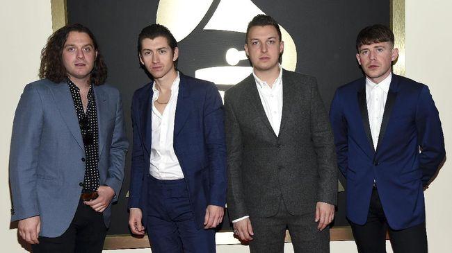 Drummer Arctic Monkeys Jajal Solo Karier