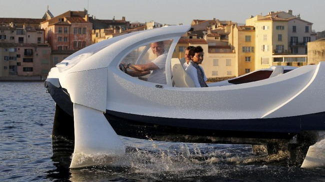 Latar belakang Alain dan Anders yang merupakan mantan pelaut dan pemain selancar air membuat perusahaan berhasil mengumpulkan dana sebesar 10,8 juta dolar Amerika dari perusahaan asuransi asal Prancis, MAIF. (REUTERS/Philippe Laurenson)