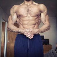 Pada rentang lemak tubuh di bawah 10 persen otot dan urat-urat akan terlihat jelas. Biasanya tubuh seperti ini yang diincar oleh para binaragawan. (Foto: Instagram/martinberkhan).