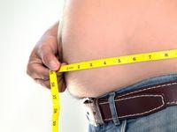 Ketika seorang pria memiliki lemak tubuh di atas 30 persen, secara umum ia bisa disebut mengalami kegemukan. Ciri khas dari kondisi ini adalah perut yang membuncit lebih besar dari ukuran lingkar pinggang. (Foto: Thinkstock)