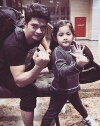 Selain ganteng dan punya tubuh kekar, Iko Uwais juga dikenal sebagai ayah yang menyayangi anaknya. (Foto: instagram/@iko.uwais)