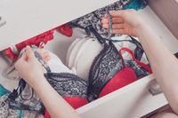 Pakaian seksi, entah itu lingerie atau daster yang Anda modif sehingga terlihat seksi, bisa dengan mudah membangkitkan pasangan pria Anda. Foto: Thinkstock