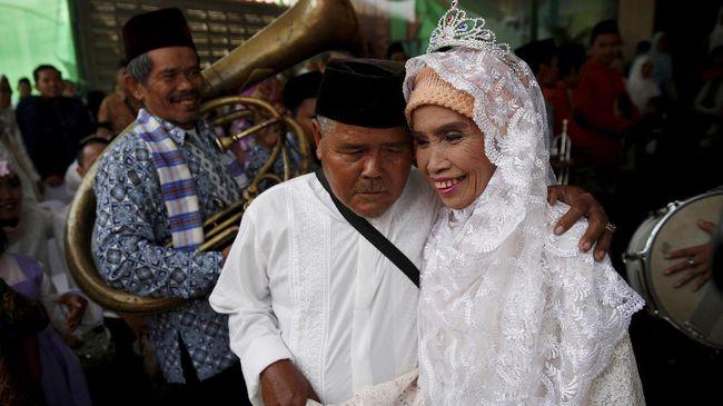 Anies-Sandi Fasilitasi Nikah Gratis 534 Pasangan Pengantin