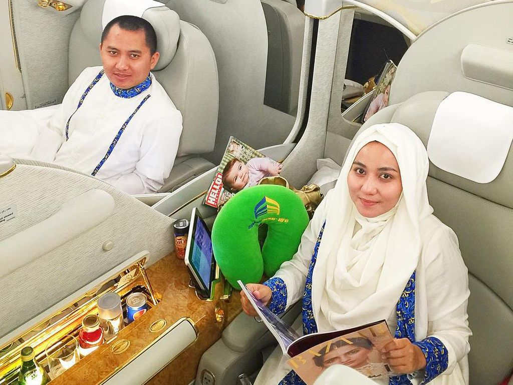 Foto: 7 Gaya Bos First Travel Naik Pesawat First Class