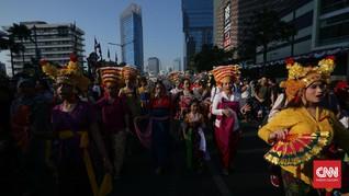FOTO: Merayakan Kebinekaan Indonesia dengan Kain Tradisional