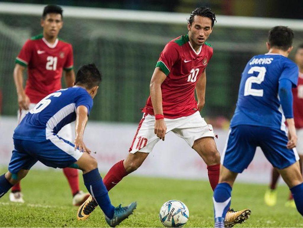 Foto: Ganteng, Ezra Walian Curi Perhatian Wanita Saat Indonesia VS Malaysia