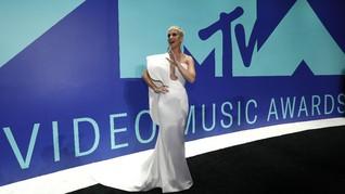 FOTO: Selebriti Berbusana Terbaik di MTV VMA 2017