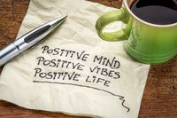 Kelima, salah satu definisi sehat jiwa adalah kemampuan kita untuk berpikir positif tentang diri kita dan orang lain. Biasakanlah berpikir demikian, maka kita akan bisa menjadi lebih baik dalam hidup ini.Foto: Thinkstock