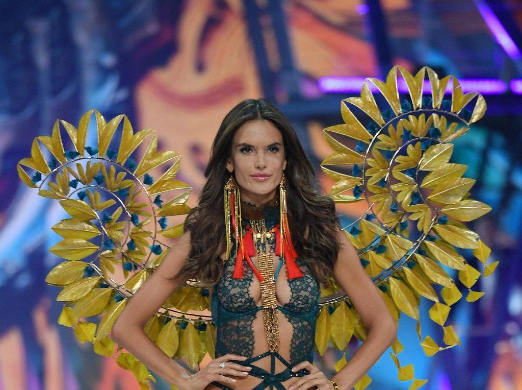 Alessandra Ambrosio Akan Tinggalkan Victorias Secret Tahun Depan?