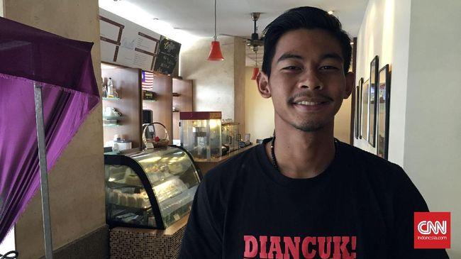 Satria Tama, Dari Bulutangkis ke Timnas Indonesia
