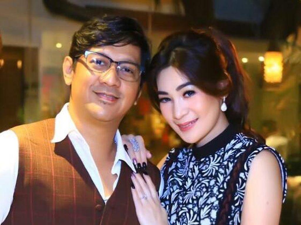 Foto: 7 Istri Cantik Komedian Indonesia yang Mempesona