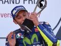 Sepatu Rossi Sampai Harus Digunting karena Patah Kaki