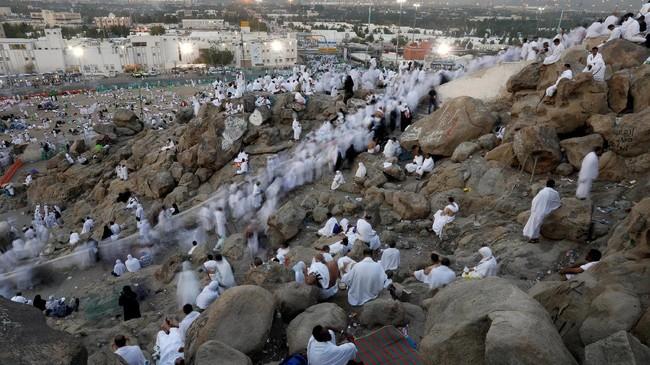 Lokasi Arafah terletak di sebelah tenggara Masjidil Haram sejauh 22 kilometer. Di kawasan seluas 18 km persegi inilah semua jemaah haji berkumpul pada 9 Dzulhijjah .(REUTERS/Suhaib Salem)