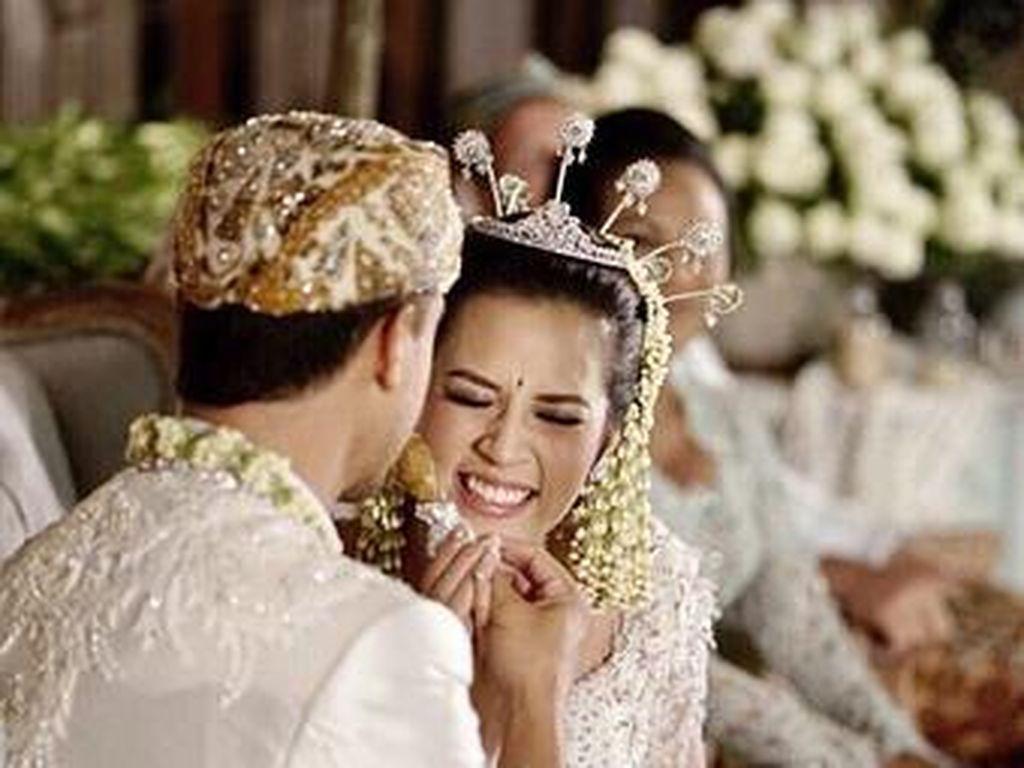 Raisa dan Hamish Daud Rebutan Ayam di Pernikahan, Ini Makna di Baliknya